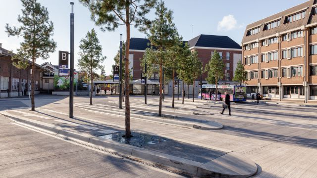 Uitvoering busplein station Roermond